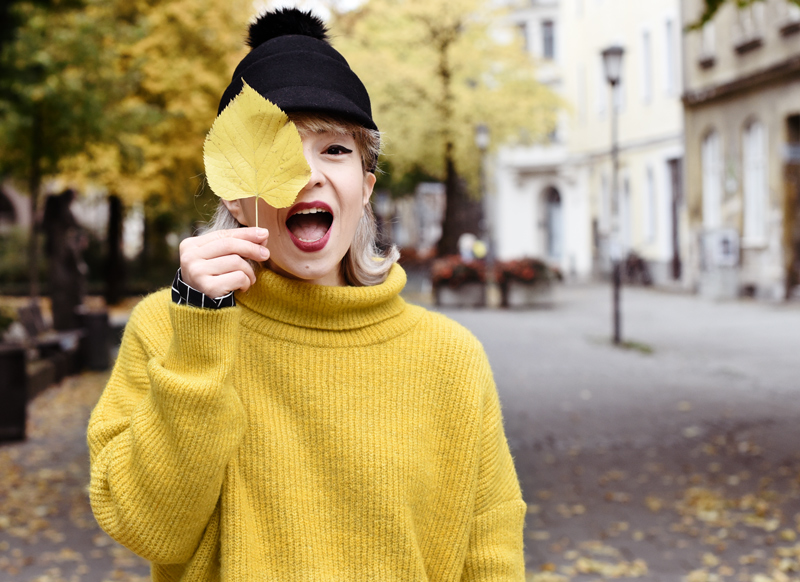 portrait-herbst-autumn-yellow-knit-outfit-fashionblogger-hat-monki-herbst-1