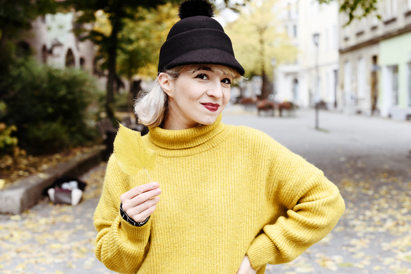 portrait-herbst-autumn-yellow-knit-outfit-fashionblogger-hat-monki-herbst