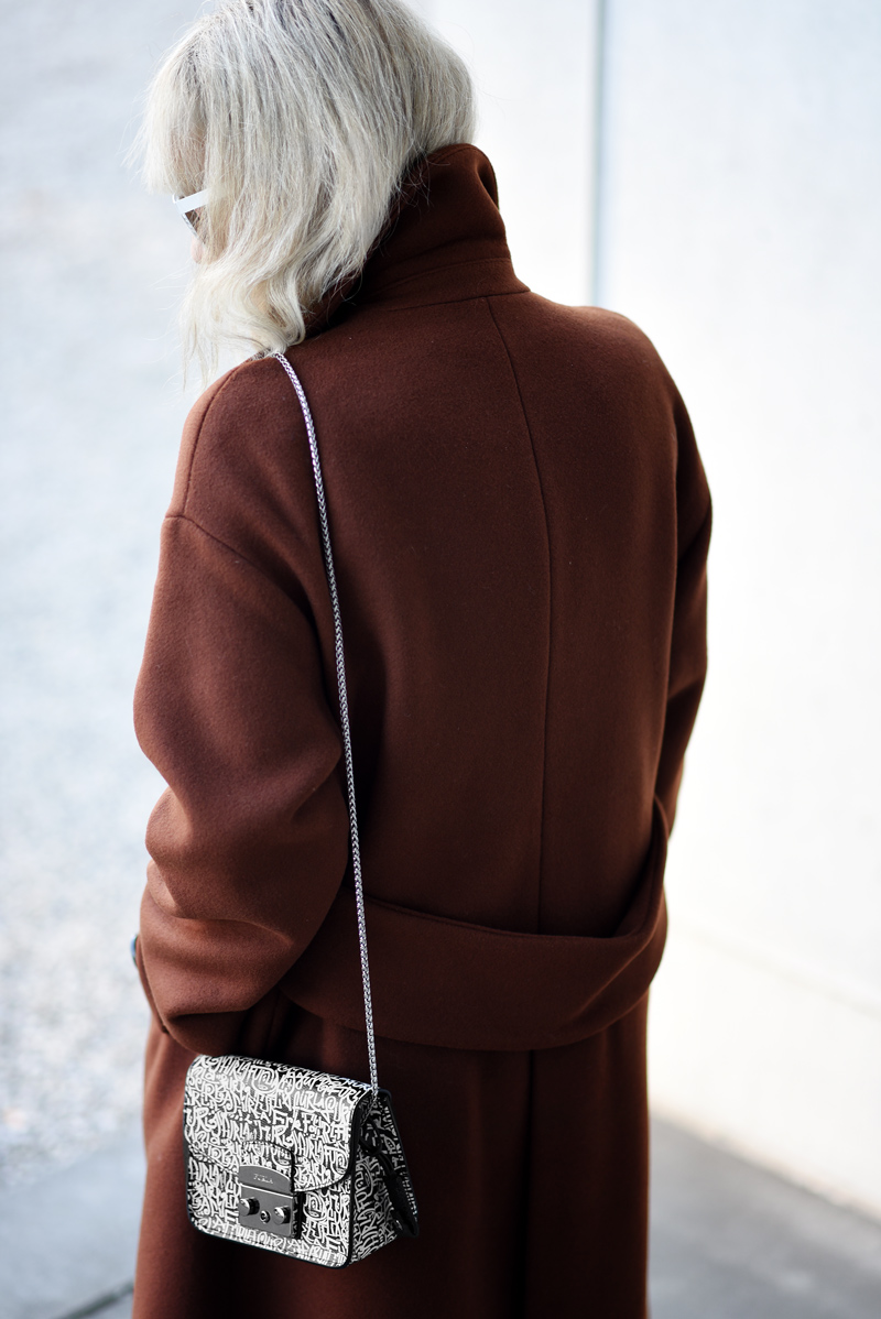 furla-bag-oversized-coat-mantel-zara