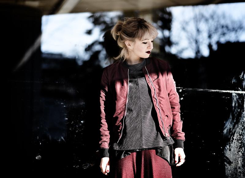 nachgesternistvormorgen-marsala-culotte-outfit-blogger-fashion-modeblog-muenchen-bomber-jacket-winter-inspiration-portrait
