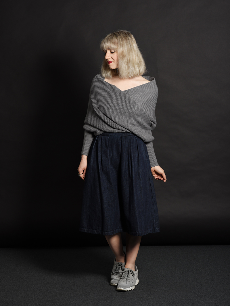 shein-wickel-pullover-denim-midi-skirt-midirock-jeansrock-sneakers-nachgesternistvormorgen-outfit-ootd-muenchen-modeblog-11