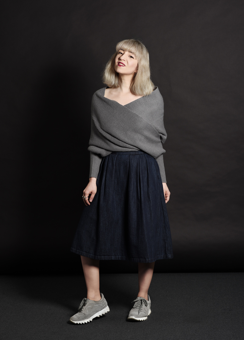 shein-wickel-pullover-denim-midi-skirt-midirock-jeansrock-sneakers-nachgesternistvormorgen-outfit-ootd-muenchen-modeblog-33