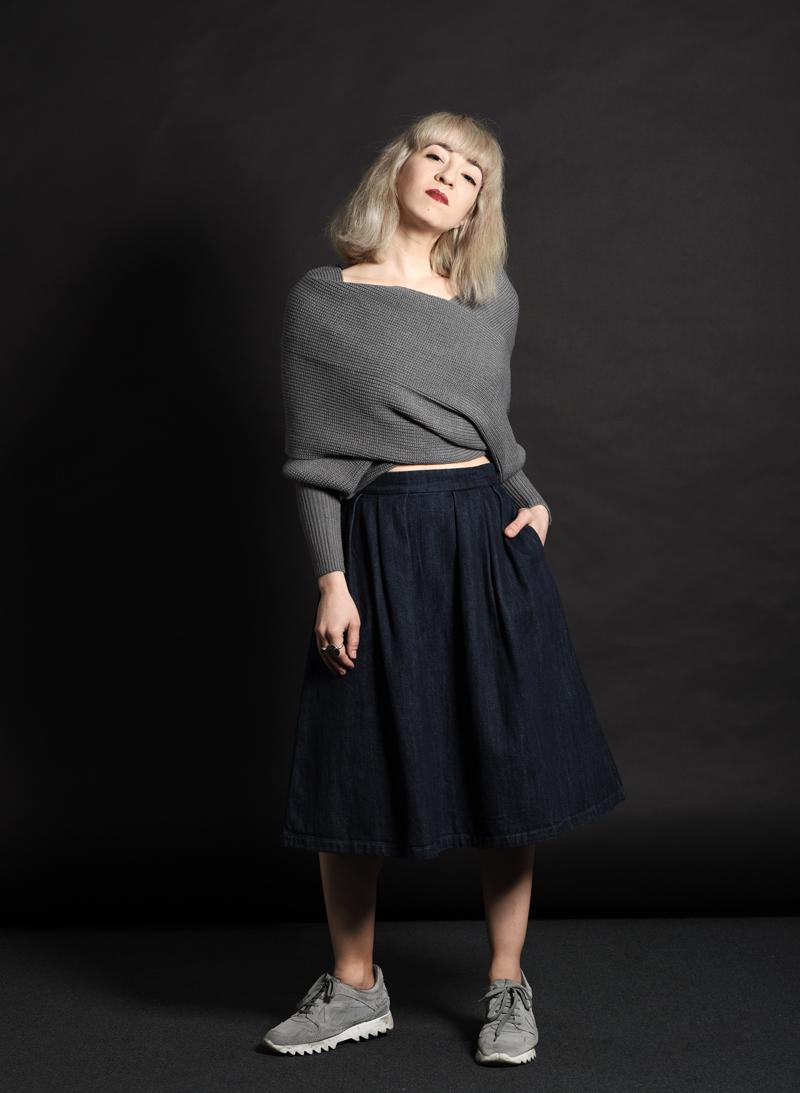shein-wickel-pullover-denim-midi-skirt-midirock-jeansrock-sneakers-nachgesternistvormorgen-outfit-ootd-muenchen-modeblog-3
