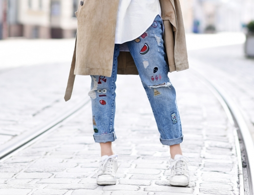 detail-suede-trenchcoat-spring-renelezard-mantel-patches-denim-jeans-basics-outfit-look-streetstyle-nachgesternistvormorgen-blogger-modeblog-muenchen