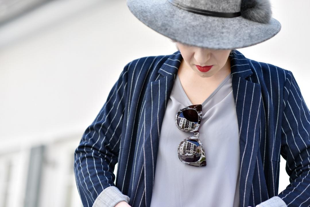 more-and-more-outfit-nadelstreifen-pinstripes-nachgesternistvormorgen-blogger-modeblog-muenchen-denim-blue-spring-fashion-ootd-hut