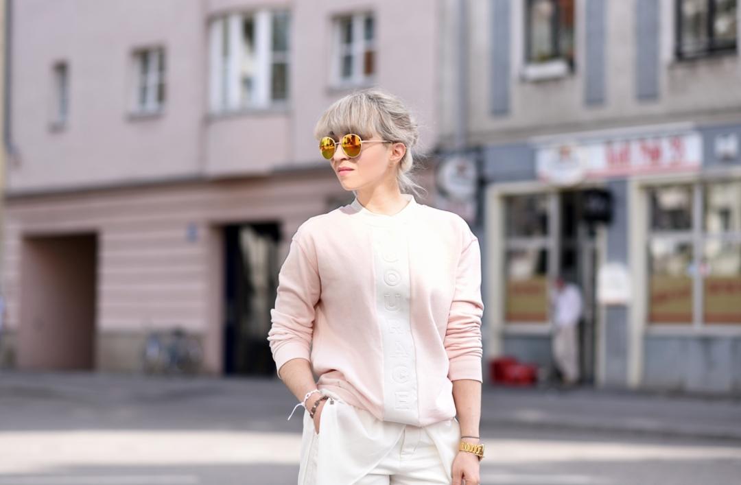 outfit-sweater-quantum-courage-rose-quartz-blogger-nachgesternistvormorgen-trendfarbe-ootd-muenchen-modeblog-sommer-fruehjahr-quer