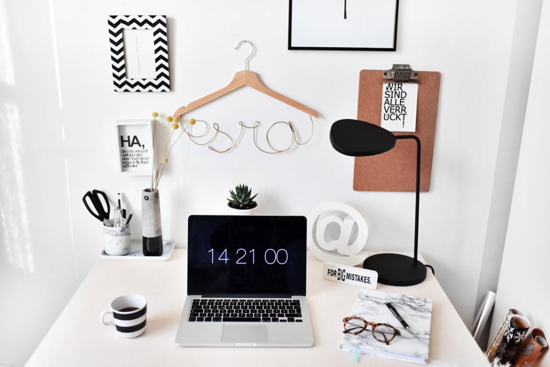 Arbeitsplatz büro schreibtisch interior: mein Arbeitsplatz - nachgesternistvormorgen