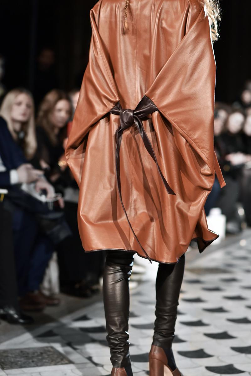 nobi talai, paris, fashionshow, modenschau, laufsteg, runway, kollektion, modedesign, fashion, designer, leather, cape, leder