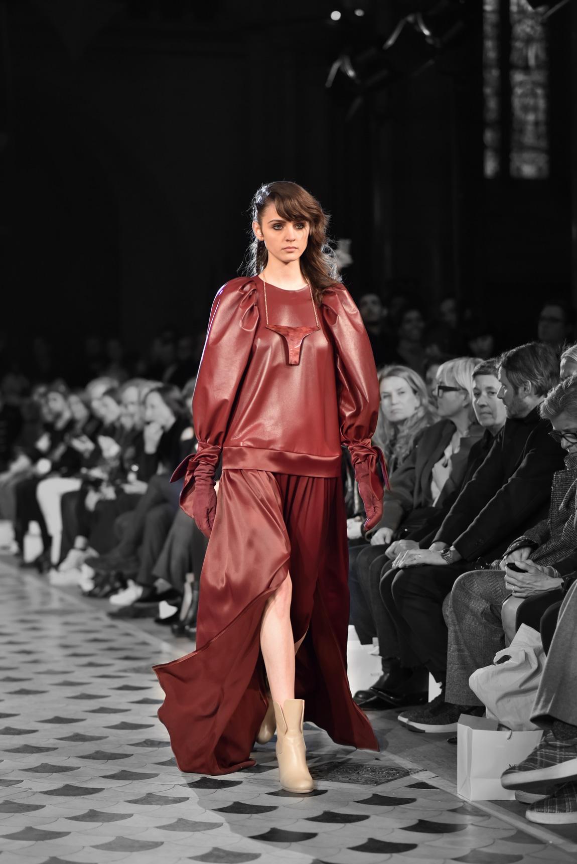 nobi talai, paris, fashionshow, modenschau, laufsteg, runway, kollektion, modedesign, fashion, designer, weinrot
