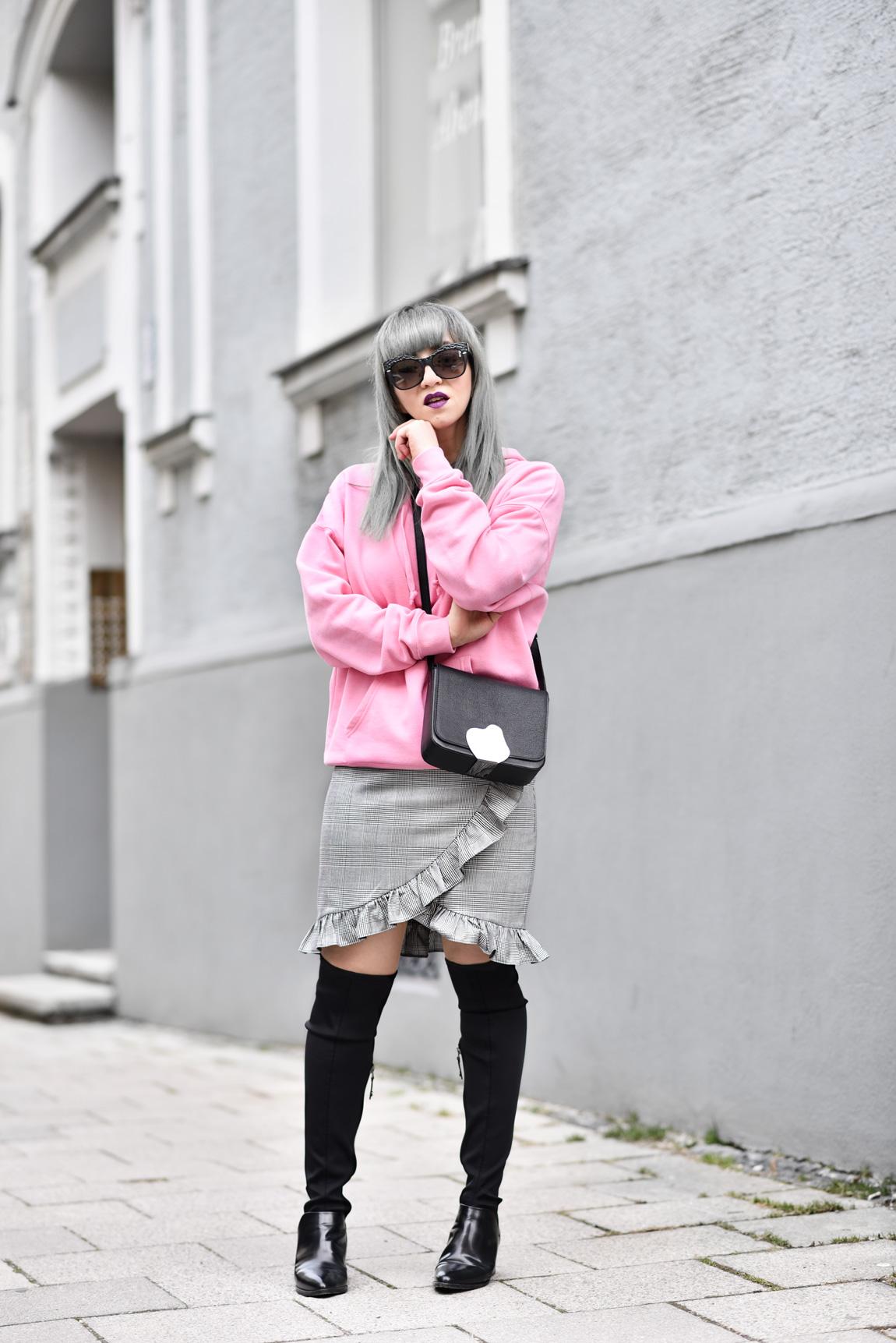 pink, rosa, rüschen, volant, gerüscht, outfit, mini, rock, hoodie, modeblogger, fashionblogger, nachgesternistvormorgen, streetstyle, trend