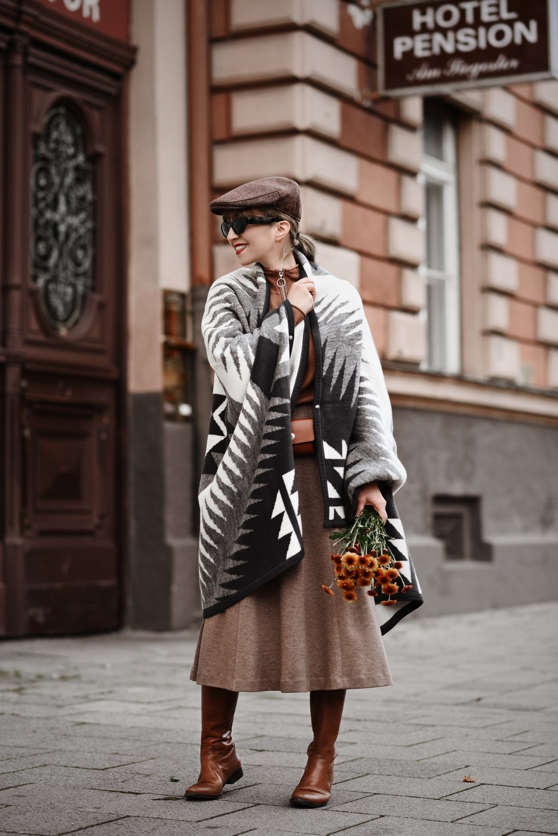 cape, decke, dralon, meetdralon, outfit, münchen, modeblogger, fashionblogger, streetstyle, fall, herbst, bloggerstyle, camel, braun