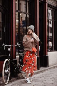 blumen, chiffon, rock, missselfridge, london, muenchen, fashionblog, modeblog, outfit, streetstyle, pullover, hm, trend, inspiration, ootd, strick