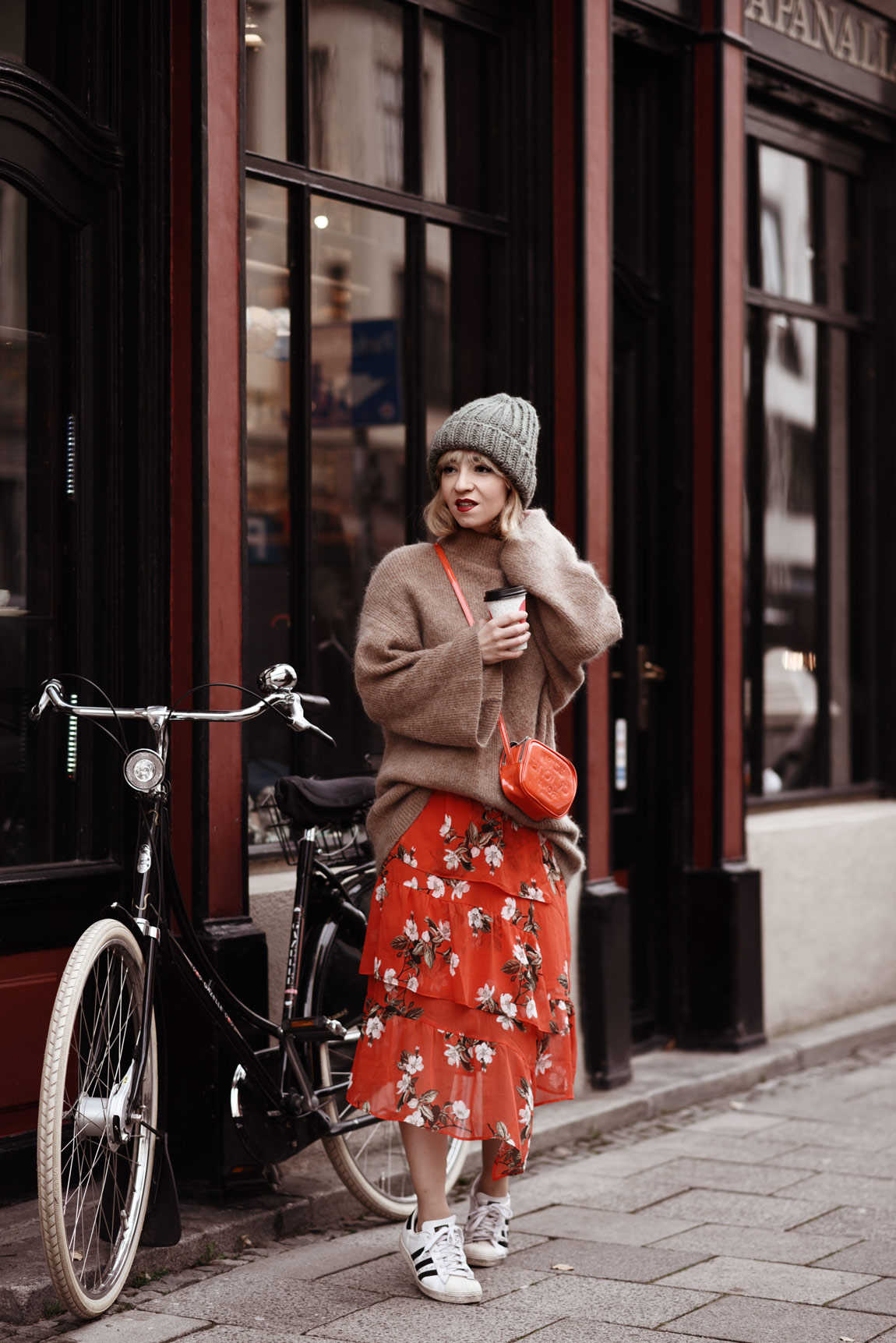 blumen, chiffon, rock, missselfridge, london, muenchen, fashionblog, modeblog, outfit, streetstyle, pullover, hm, trend, inspiration, ootd, strick