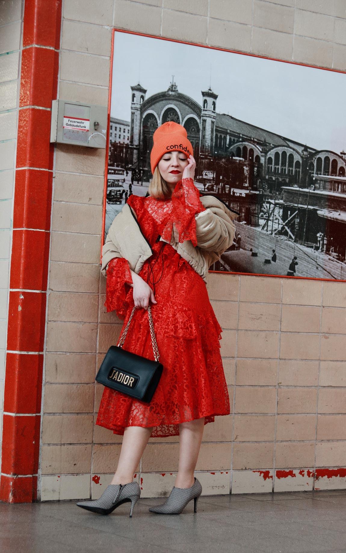 spitzen, kleid, fashionblogger, modeblogger, berlin, mode, fashion, blog, style, streetstyle, bahn, spitze, asos, asseenonme, rot, stilbruch, inspiration, ootd