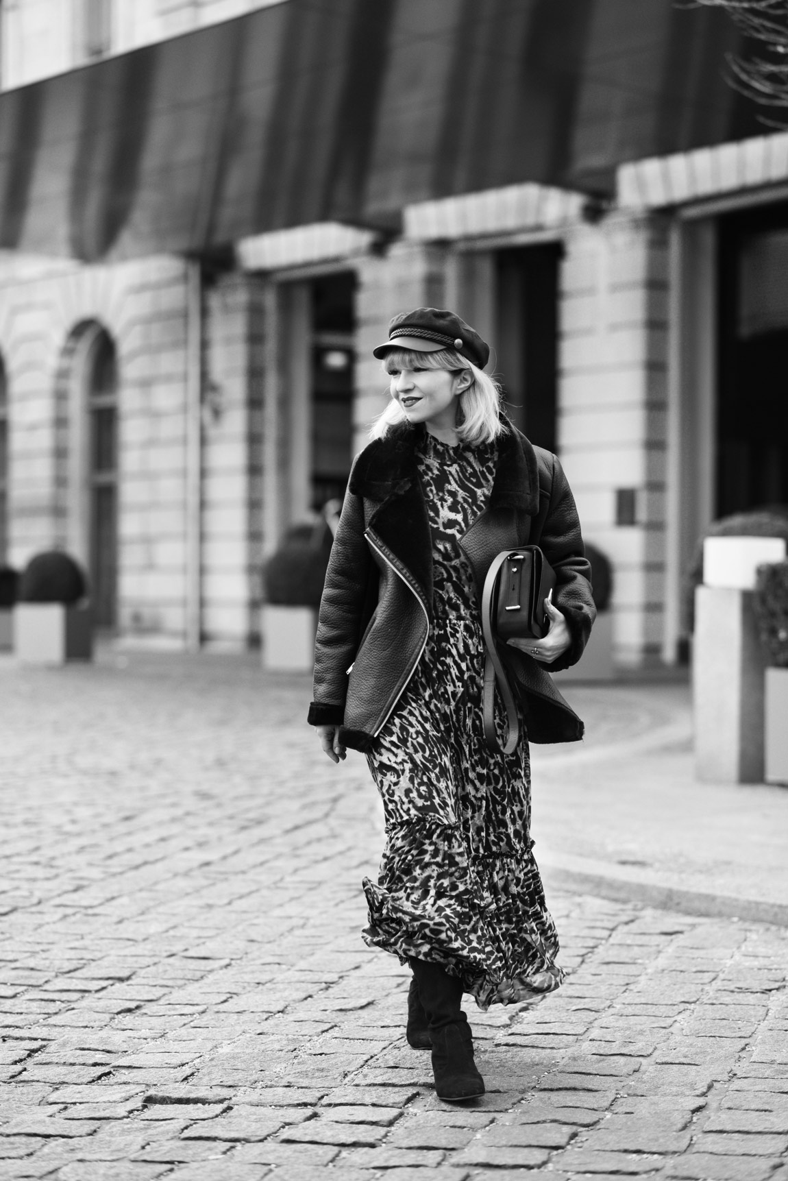 leo, kleid, leopard, animal, print, muster, nakd, dress, maxi, shearling, jacke, kunstpelz, fashionblogger, modeblog, muenchen, berlin, winter, inspiration, ootd, outfit, streetstyle, bakerboy, cap, kenzo, bag