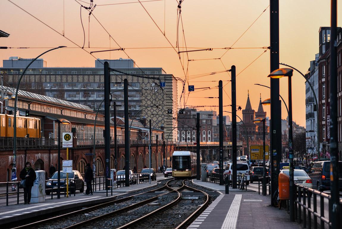 berlin, warschauer, strasse, sunset, sonnenuntergang, friedrichshain, strasse, portrait, blogger, lifestyle, fashionblogger, modeblog, travel, reise, hauptstadt, city, metropole