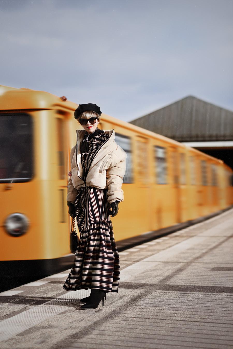 asos, white, dress, midi, kleid, dior, fashionblogger, berlin, modeblogger, streetstyle, metro, deconstructed, trend, move, fotografie, streifen, ootd