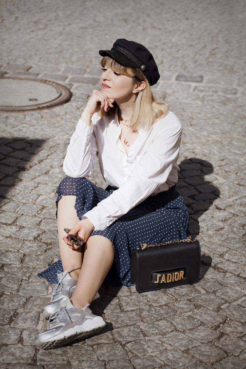 midirock, otherstories, plissee, sneakers, nike, uglysneakers, trend, streetstyle, fashionblogger, modeblog, muenchen, berlin, outfit, fruehling, blau, dior, jadior, bag