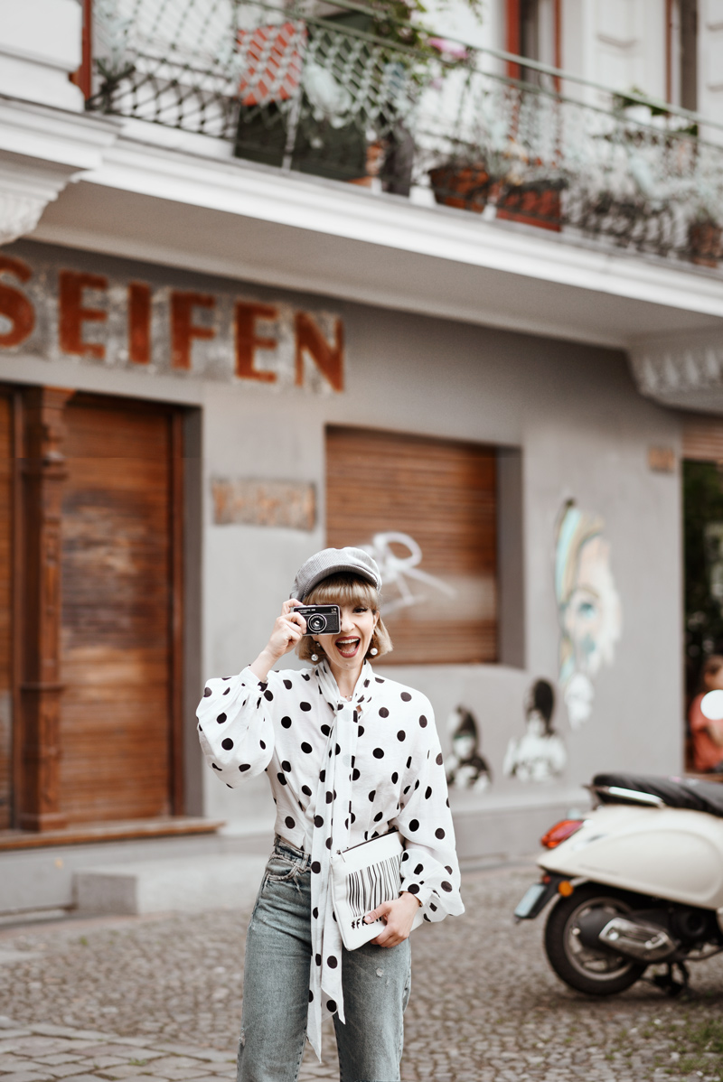 punkte, bluse, outfit, berlin, blogger, modeblog, fashionblog, streetstyle, sommer, inspiration, jeans, denim, retro, kombi, cute