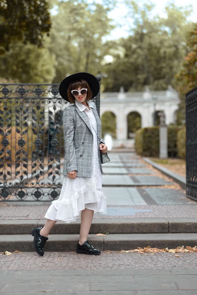 weisses, kleid, berlin, romantisch, maerchenbrunnen, fashionblog, modeblogger, outfit, herbst, inspiration, retro, feminin