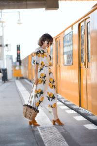 zitronen, kleid, dress, sommer, berln, fashionbog, modeblogger, romantisch, midi, ubahn