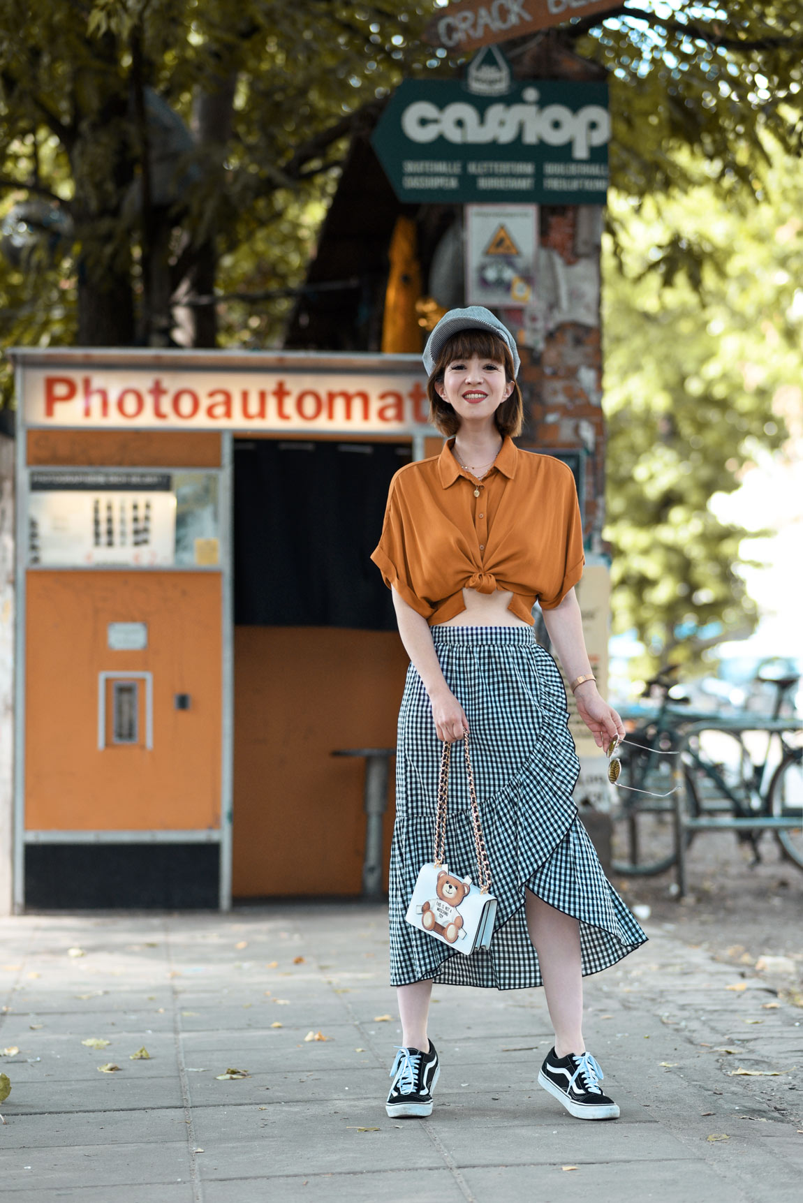 orange, karo, photoautomat, berlin, fashionblog, modeblogger, herbst, inspiration, ootd, outfit, rock, midi