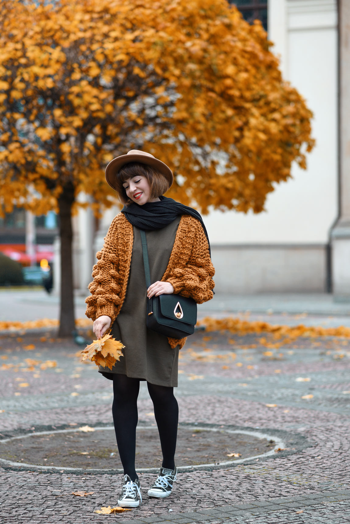 grobstrick, cardigan, strickjacke, berlin, nachgestern, fashionblog, modeblogger, outfit, herbst, fall, mode, streetstyle, suess, vintage, retro, trend