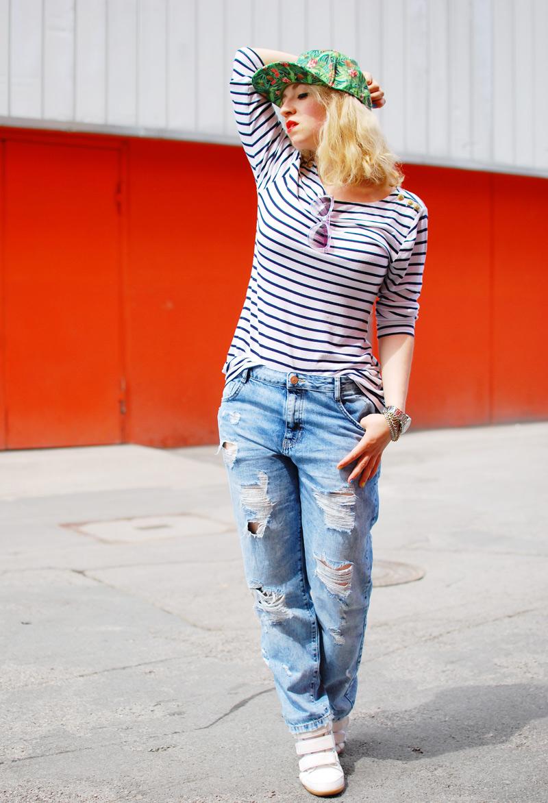 boyfriend-jeans-blogger-fashion-distressed-kappe-stripes-outfit2
