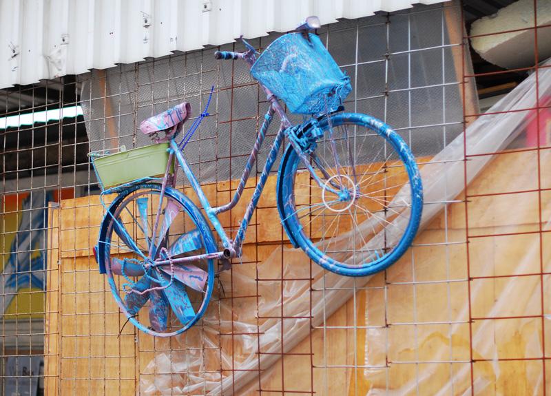 kunst-art-graffiti-sprayer-blogger-fahrrad-installation