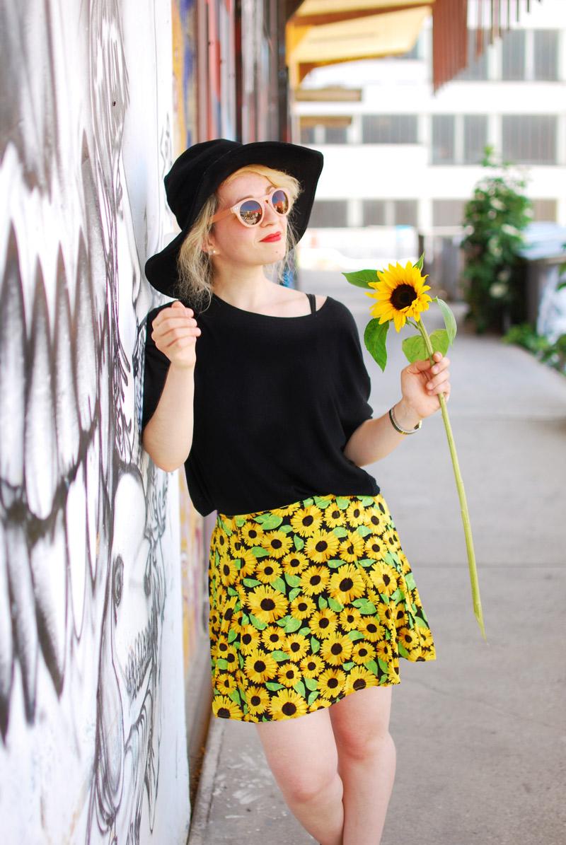 portrait-sunflower-floral-skirt-festival-outfit-blogger-fashion