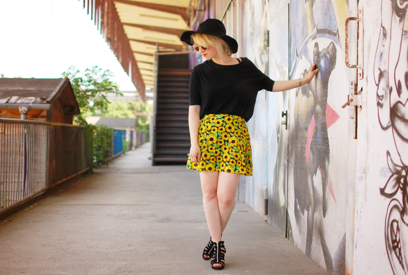 sunflower-floral-skirt-festival-outfit-blogger-fashion