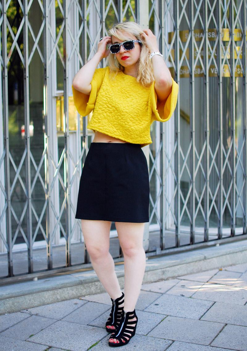 outfit-yellow-sweatshirt-blogger-fashion