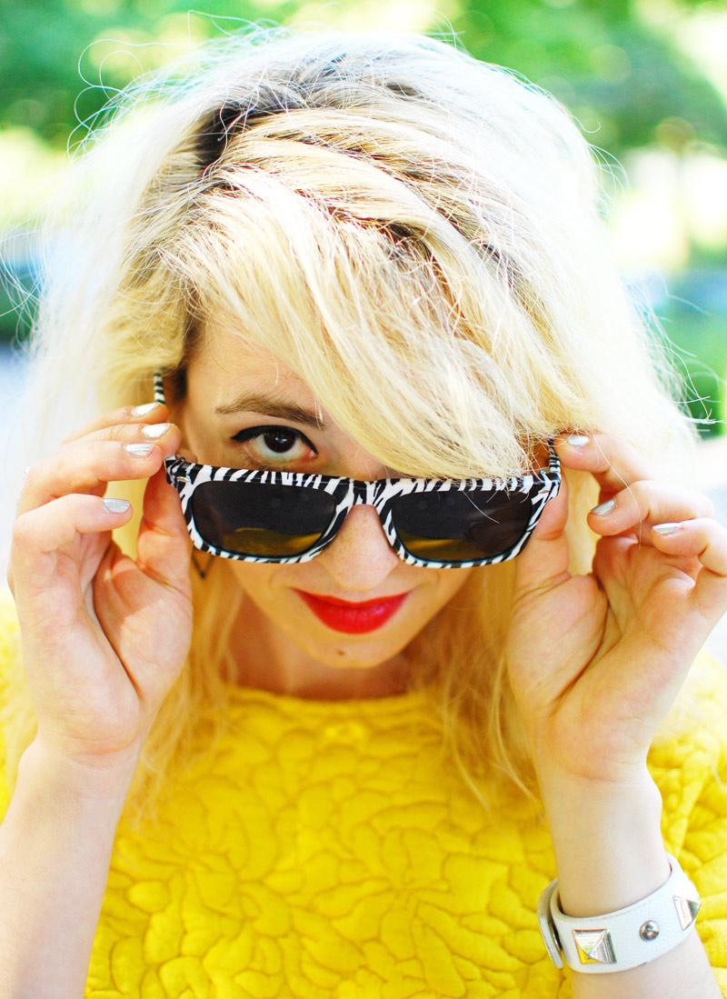 portrait-sunnies-yellow-sweater-zebra-animal-print-sonnenbrille-trend-blogger-style2