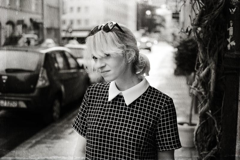 portrait-tartan-dress-bubikragen-60ies-retro-vintage-outfit-blogger-fashion2