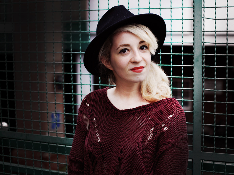 portrait-wine-red-distressed-knit-fashion-outfit-blogger-streetstyle