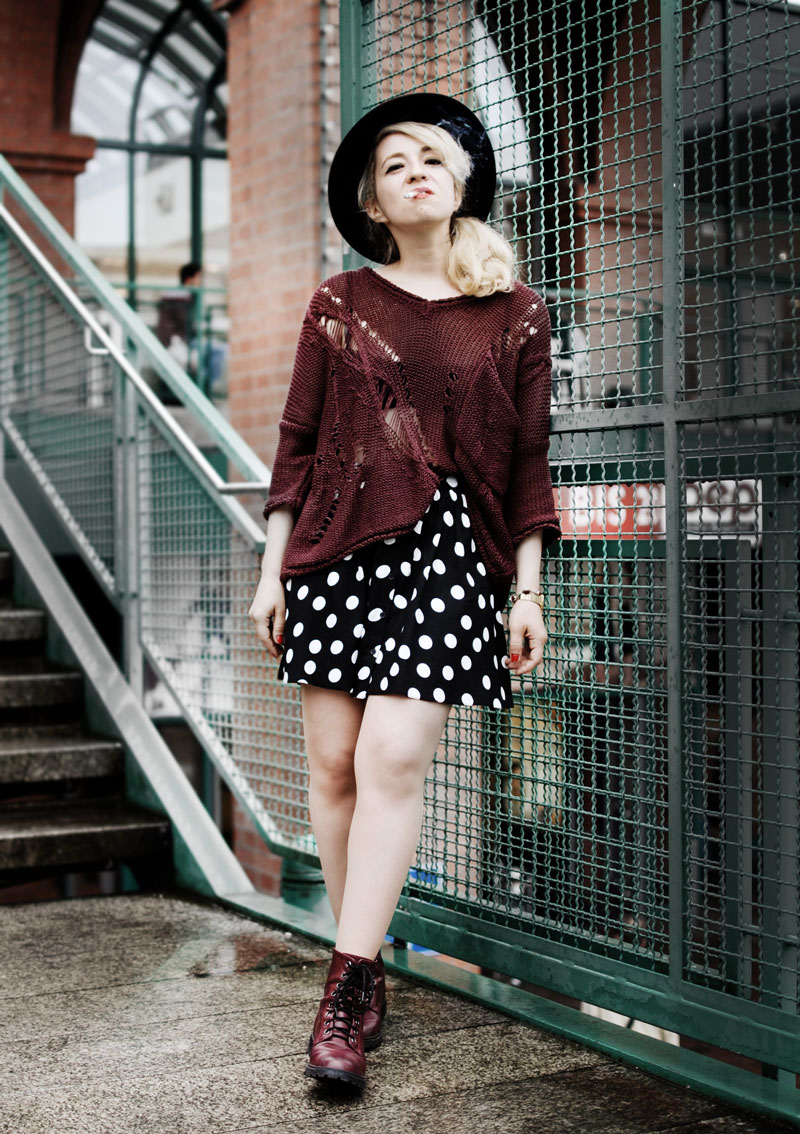 wine-red-distressed-knit-polka-dots-skirt-fashion-outfit-blogger-streetstyle5