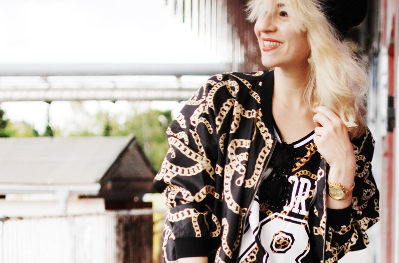 chain-outfit-blogger-ghetto-hiphop-look-trend-autumn-blogger-fashion-mode-gold