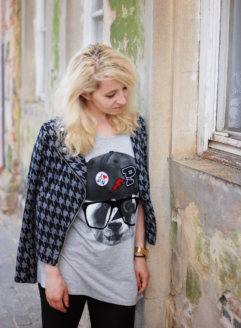portrait-outfit-look-style-fashion-blogger-casual-urban-travel-holiday-print-hahnentritt-muster