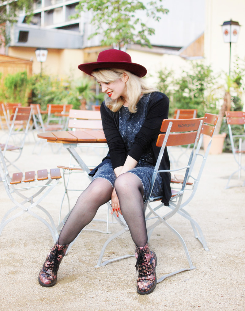 summer-fashion-blogger-mode-muenchen-hut-acid-washed-dress-outfit-style6-Kopie