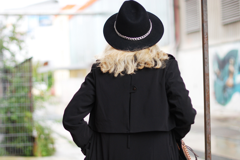 detail-trenchcoat-hat-ootd-fashionblogger-muenchen