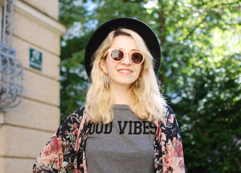 portrait-boho-floral-kimono-chiffon-leather-shorts-crop-top-zara-fashionblogger-nachgesternistvormorgen
