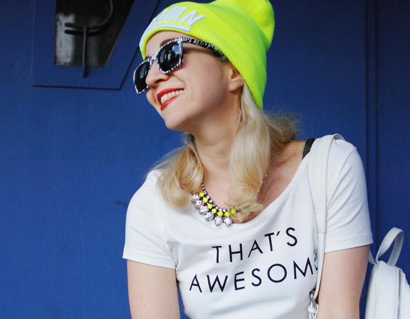 portrait-leather-jogging-pants-jogginghose-leder-beanie-neon-sporty-trend-fashion-blogger-nachgesternistvormorgen