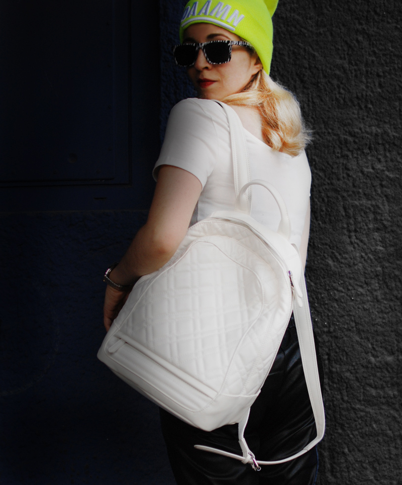 rucksack-backpack-neon-outfit-fashion-style-sporty-trend