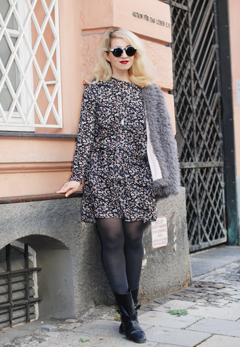 floral-jumpsuit-felljacke-herbst-fall-trend-fashionblogger-muenchen-coat-inspiration-outfit-2