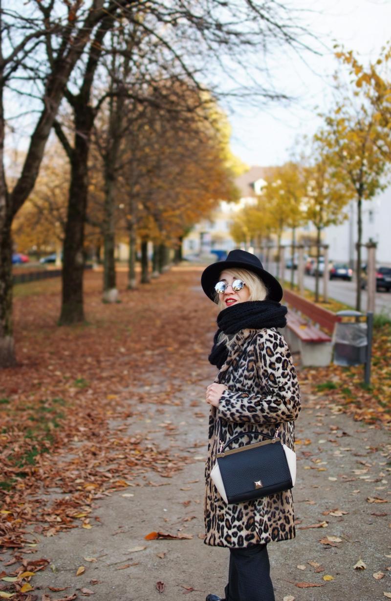 herbst-outfit-inspiration-modeblog-blogger-muenchen-leo-mantel-kunstpelz