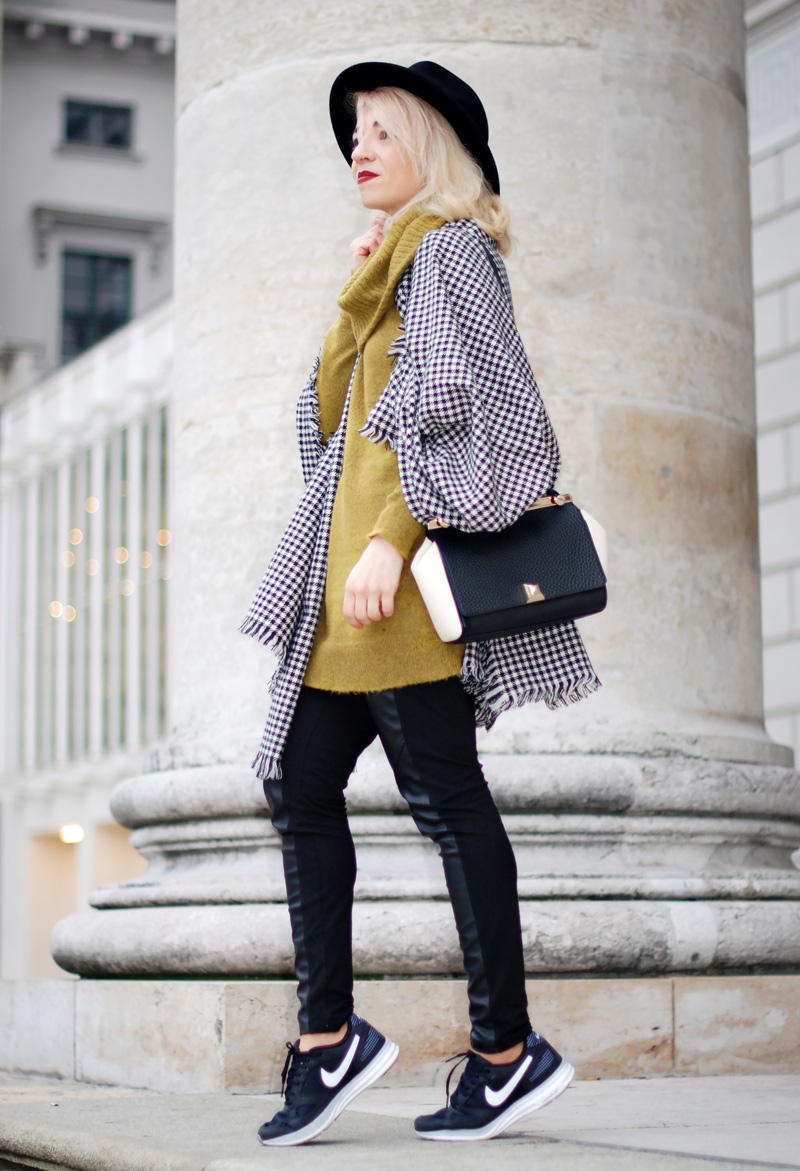 cape-hahnentritt-winter-outfit-gelb-strick-pullover-fashionblog-furla-nike-streetstyle-winter-55