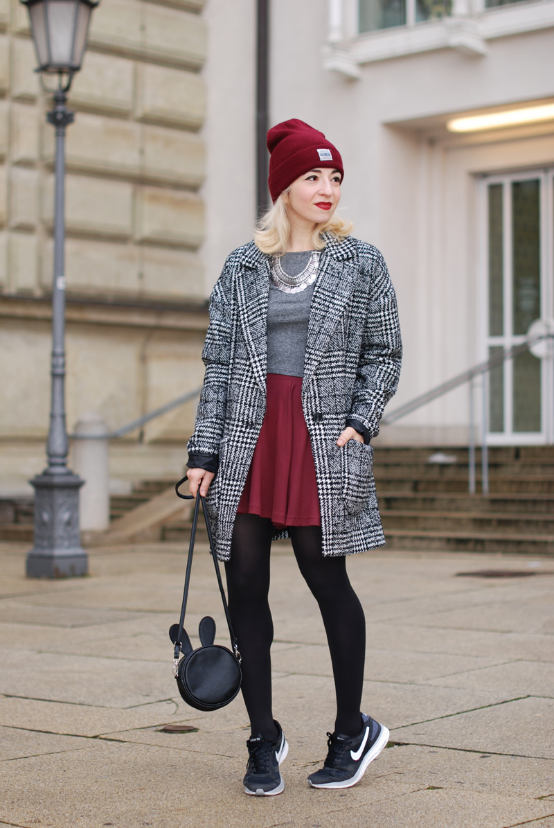 hahnentritt-handstooth-coat-winter-mantel-outfit-blogger-fashion-mode-burgundy-2