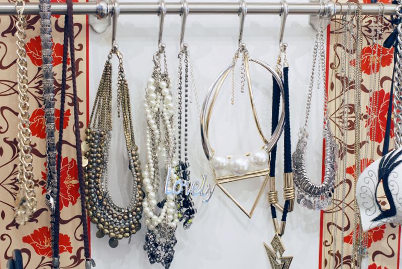 schmuck-statement-kette-geschenk-gold-silber-ankleidezimmer-jewellry