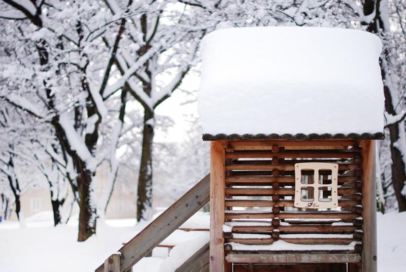 spielplatz-snow-photography-winter-wonderland