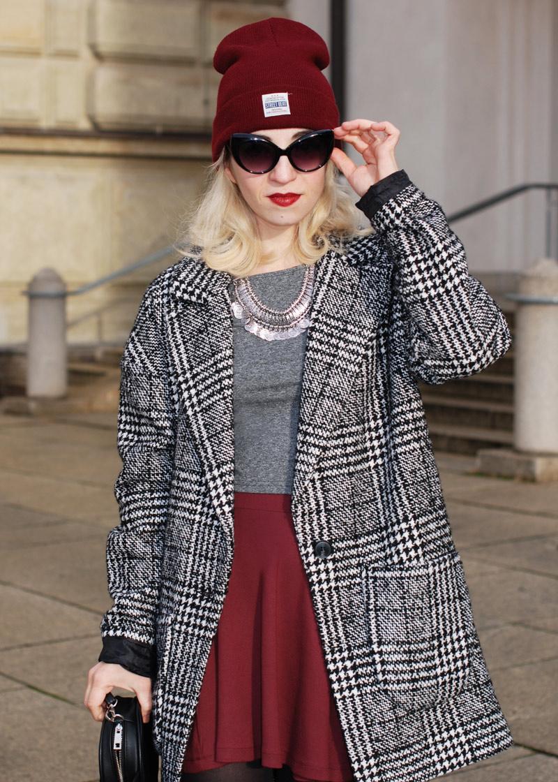 sunglasses-hahnentritt-handstooth-coat-winter-mantel-outfit-blogger-fashion-mode-burgundy